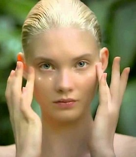 deflate puffy eyes - aveda - beauty hacks